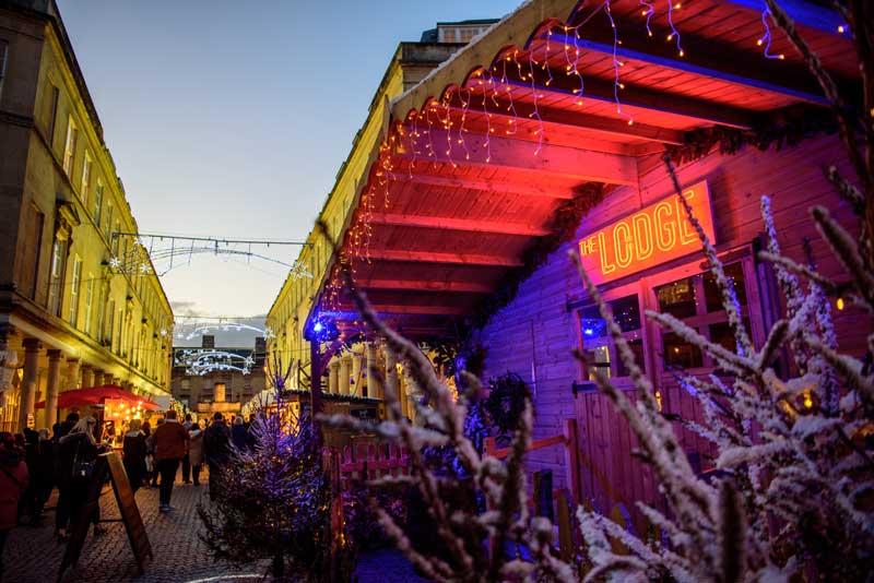 The Lodge es un famoso restaurante dónde comer en Bath durante el mercado navideño