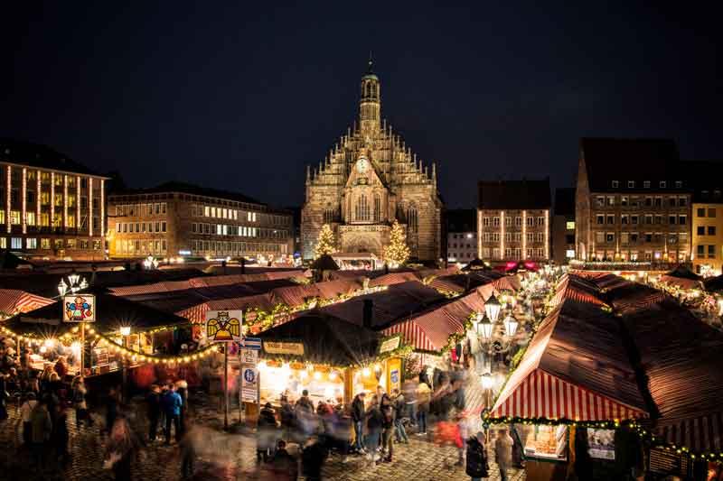 Mercado navideño de Núremberg en Alemania en la plaza central