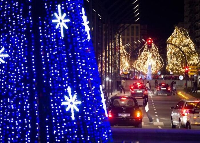 Cientos de luces se apoderan de Logroño durante el Mercado Navideño