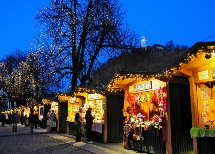 Decenas de puestos se instalan en la ciudad de Liubliana para celebrar el Mercadillo Navideño