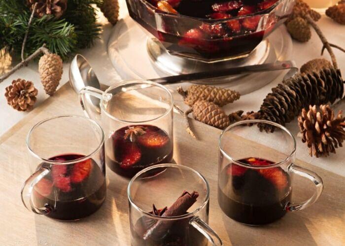El glühwein es una bebida caliente especiada tradicional de las fiestas decembrinas en Alemania