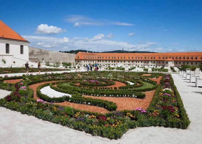 El jardín barroco del castillo de Bratislava es uno de los atractivos turísticos más importantes del país