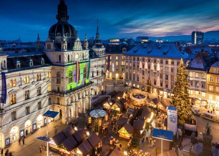 Graz se enciende de luces y estrellas para celebrar las fiestas decembrinas y el Mercadillo de Navidad