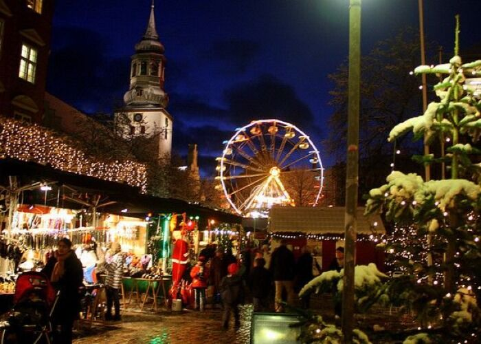 La ciudad de Aalborg recibe con mucha emoción el Mercadillo Navideño