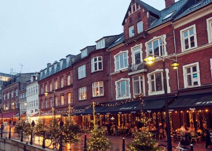 La ciudad de Aarhus se llena de colores y luces para recibir el Mercado Navideño