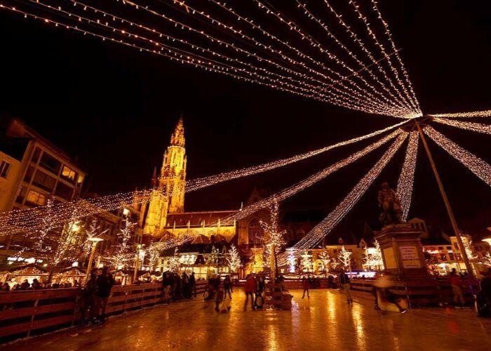 La ciudad de Amberes se engalana con luces y colores para recibir el Mercado Navideño