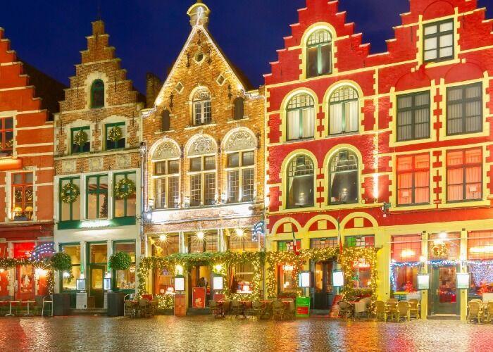 La ciudad de Brujas se llena de luces para recibir las fiestas decembrinas y el Mercado Navideño