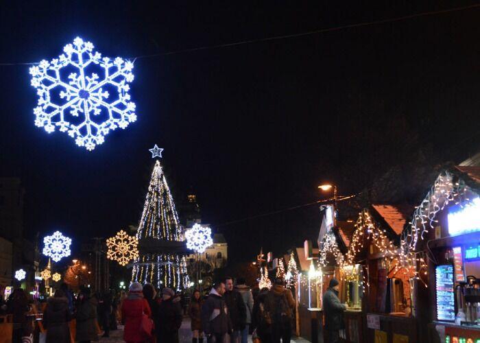 La ciudad de Košice se enciende de luces y estrellas para el Mercado Navideño