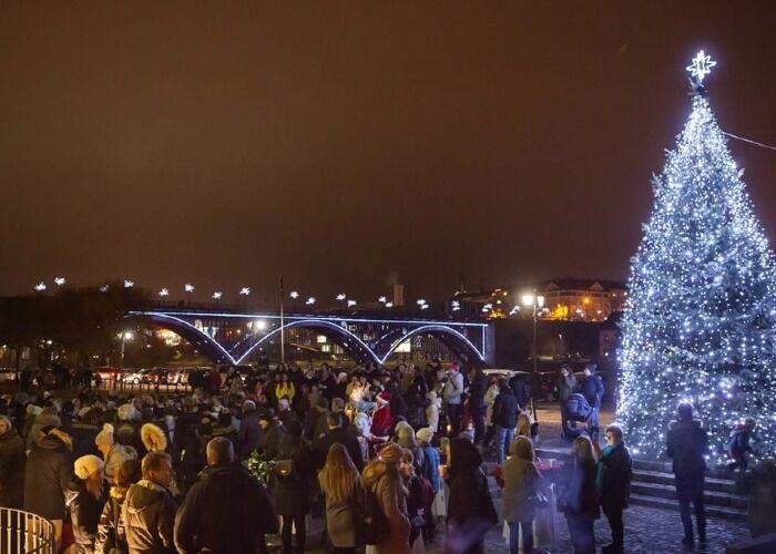 La ciudad de Máribor se llena de luces, árboles y estrellas en las fiestas decembrinas