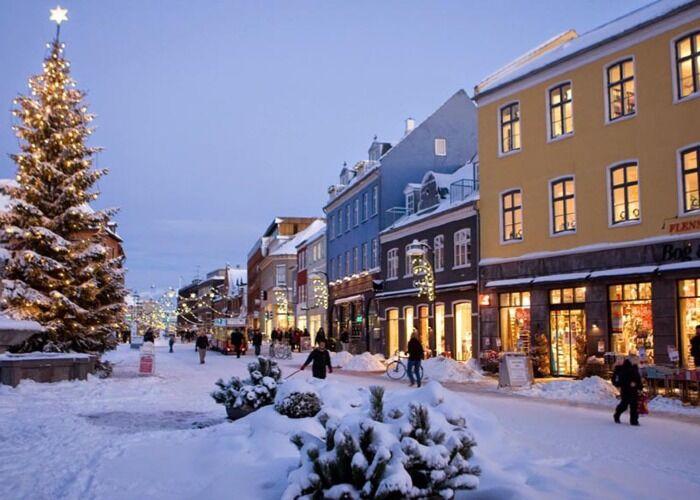 La ciudad de Roskilde se cubre de nieve para recibir las fiestas decembrinas