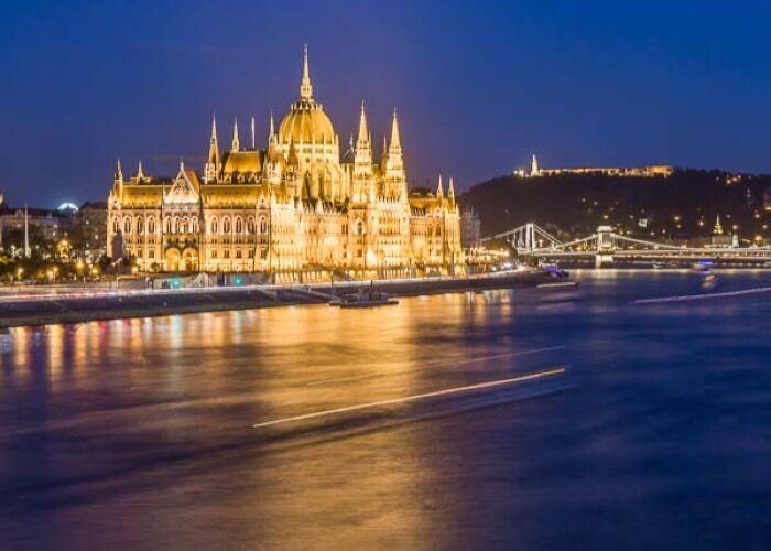 La ciudad de Sofia recibe las fiestas decembrinas cubierta de Luces