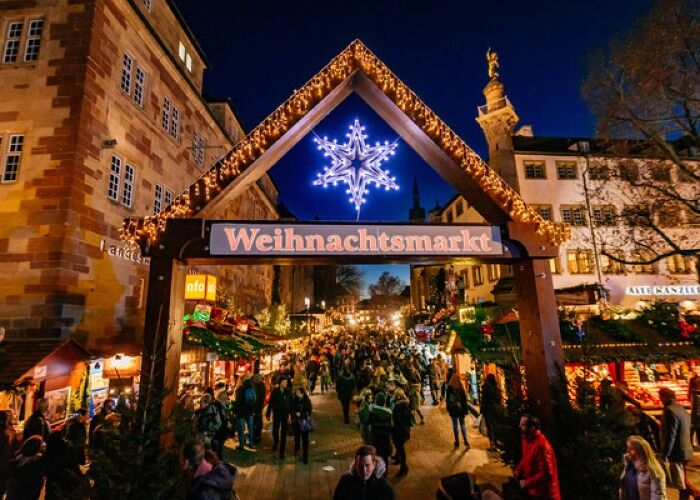 La ciudad de Stuttgart recibe con luces y adornos el Mercado Navideño