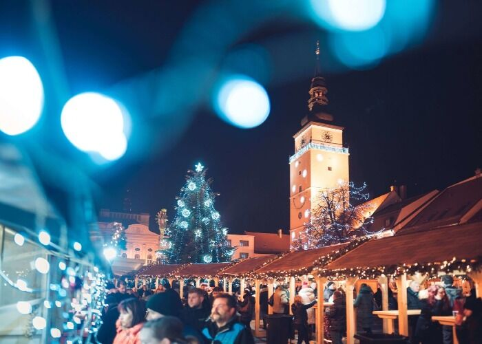 La ciudad de Trnava celebra las fiestas decembrinas con luces y colores