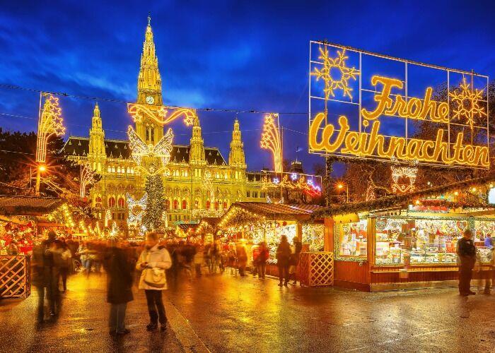 La ciudad de Viena se embellece con luces, letreros y estrellas para recibir las fiestas decembrinas