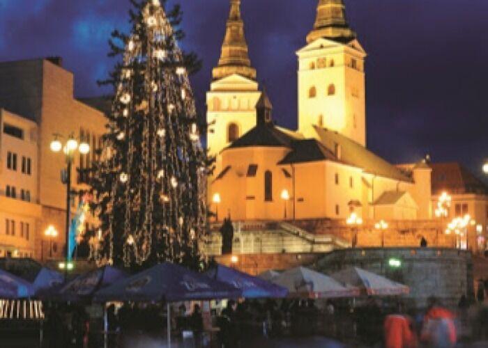 La ciudad de Zilina se llena de luces y colores para recibir el Mercadillo Navideño