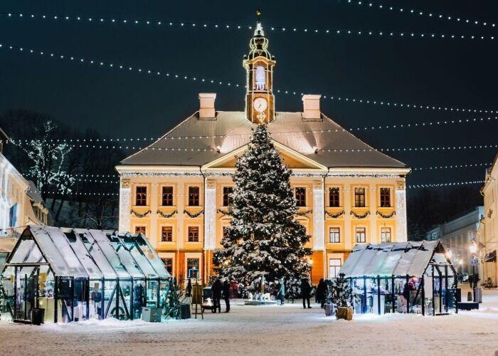 La ciudad se llena de luces y alegría para celebrar el Mercado Navideño de Tartu