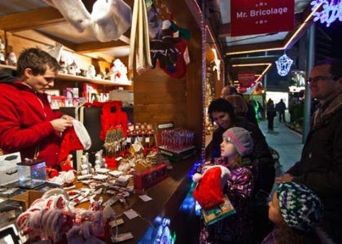 Los quioscos y puestos venden cientos de productos durante el Mercado Navideño de La Massana