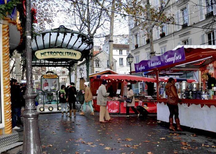 Miles de personas asisten cada año al Mercado Navideño de la Plaza de las Abadesas de Montmartre