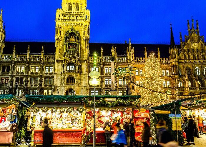Miles de personas asisten a los Mercados de Navidad de Múnich a comprar