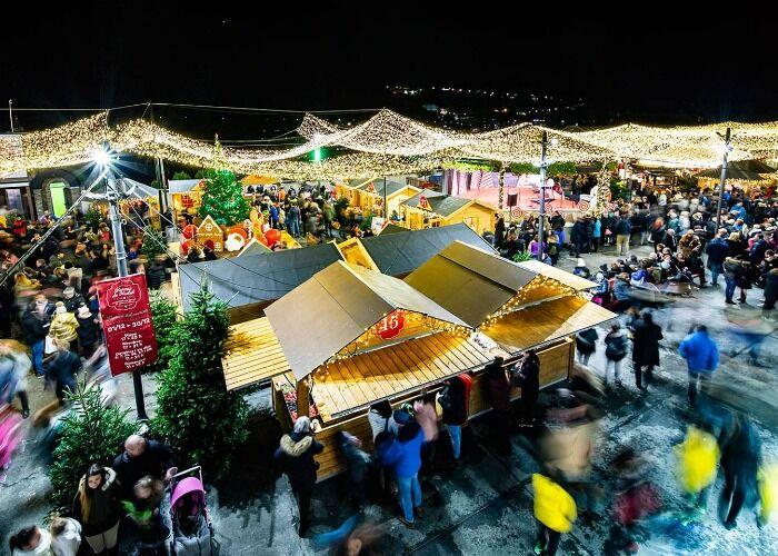 Miles de personas se acercan a los quioscos del Mercado Navideño de Andorra la Vieja
