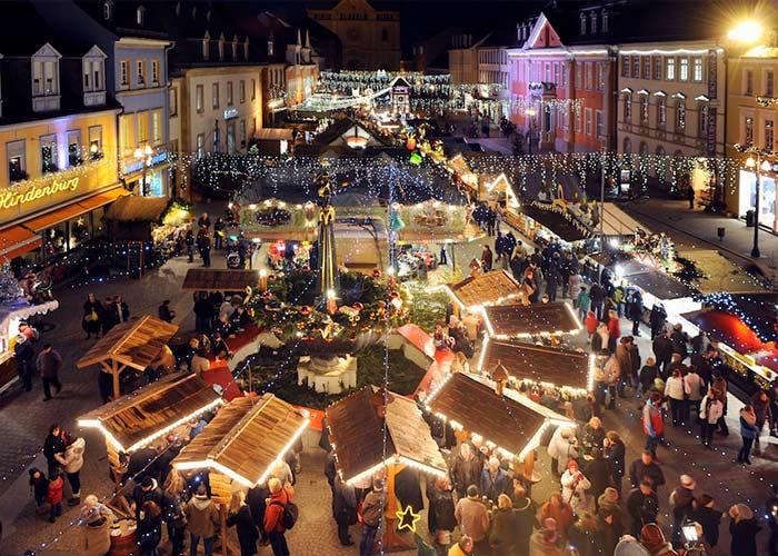 Miles de personas se acercan al Mercado Navideño de Heidelberg para comprar diversos productos