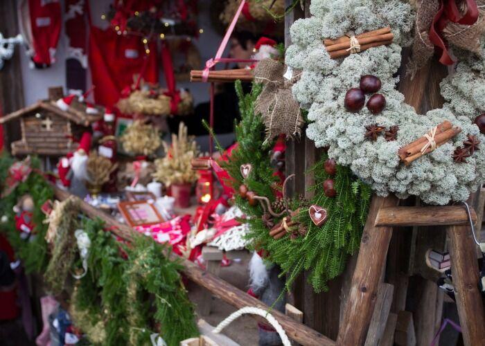 Puedes comprar cientos de obsequios y adornos en el Mercado Navideño de Lohja