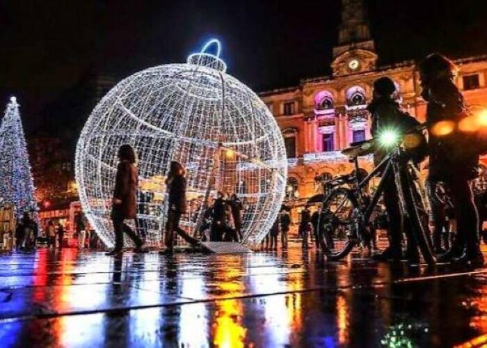 Toda Bilbao se llena de luces, estrellas y adornos para celebrar el Mercado Navideño