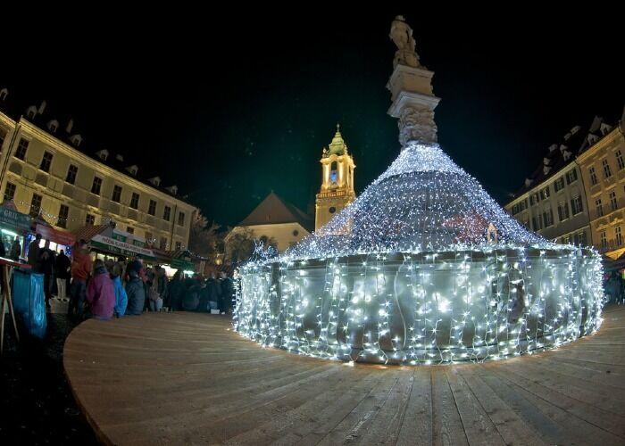 Toda Bratislava se llena de alegría para recibir el Mercado Navideño