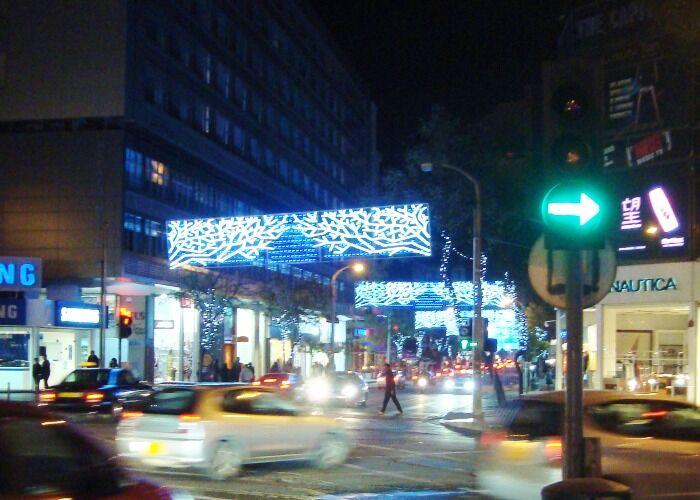 Toda la avenida se llena de magia para celebrar la navidad en la ciudad de Nicosia