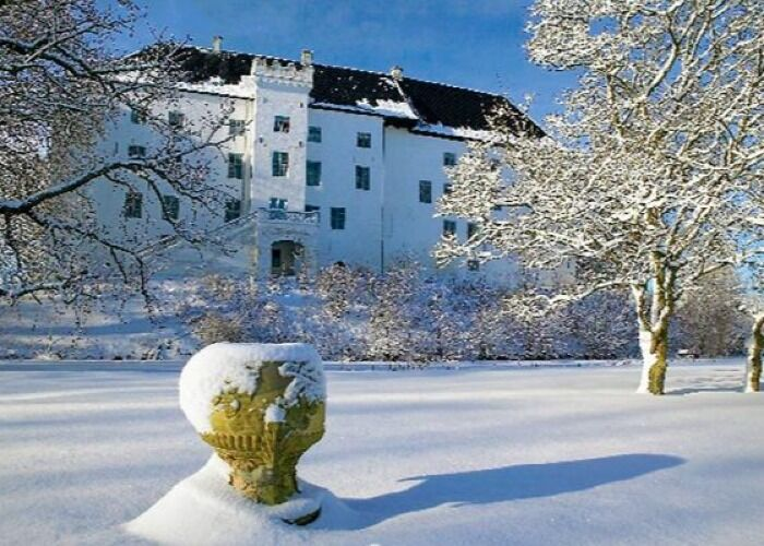 Toda la ciudad de Hørve se llena de nieve para recibir las navidades