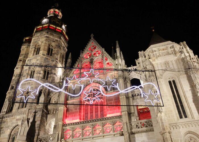 Toda la ciudad de Košice se llena de emoción y fiestas durante el Mercado Navideño