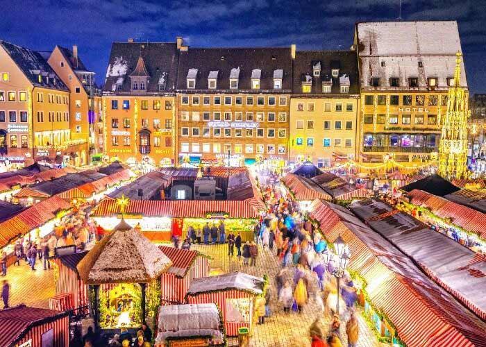 Toda la ciudad de Núremberg se decora con luces para recibir el Mercado Navideño