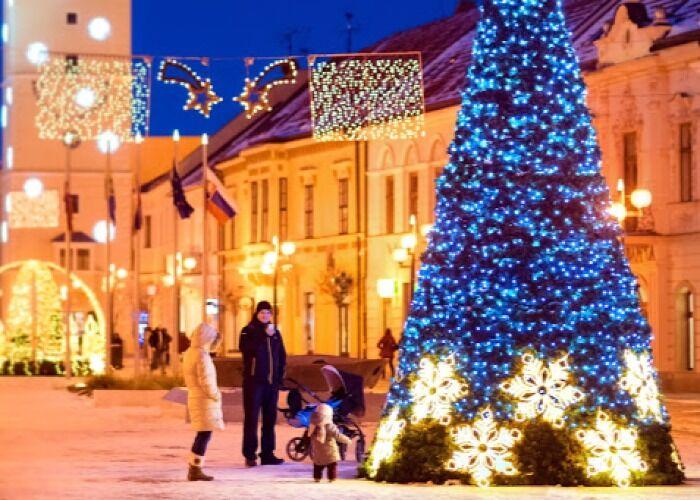 Toda la ciudad de Trnava se cubre de luces durante las fiestas decembrinas