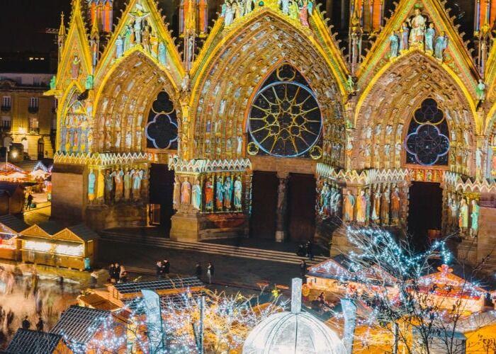 Toda la ciudad se ilumina para recibir las fiestas decembrinas y el Mercado Navideño de Ruan