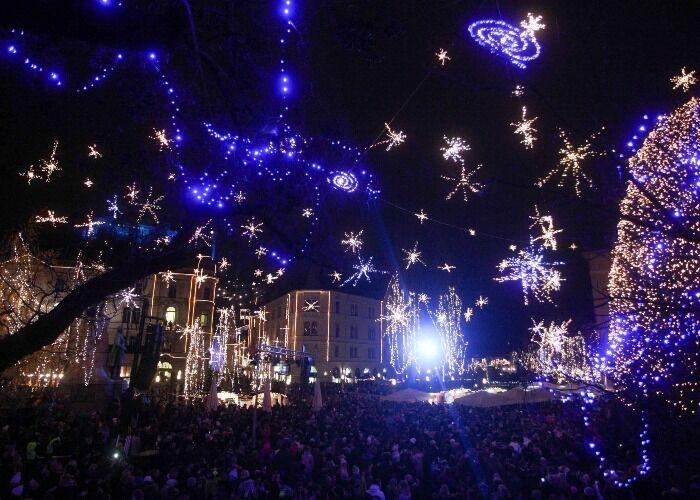 Toda la ciudad se llena de luces para festejar el Mercado Navideño de Liubliana