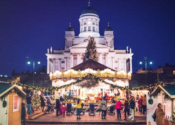 Toda la ciudad se llena de luces para llevar a cabo el Mercado Navideño de St Thomas en Helsinki