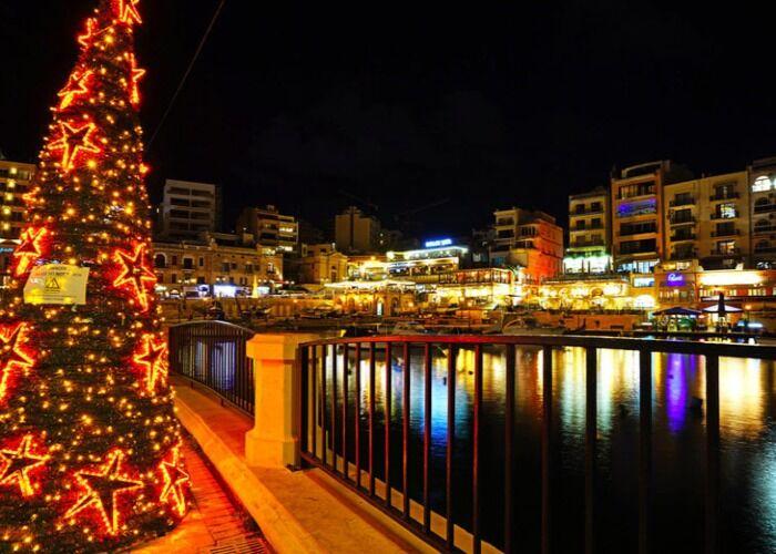 Año tras año, San Julián se adorna con luces, adornos y árboles de navidad