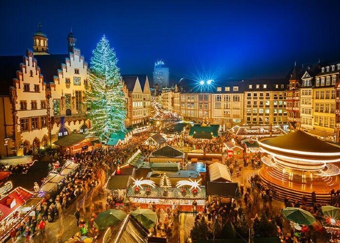 Año tras año, la ciudad se cubre de millones de luces para celebrar las fiestas decembrinas y el Mercado Navideño de Fráncfort en Birmingham