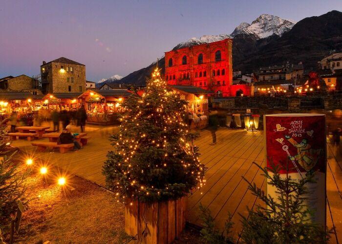 Aosta se llena de luces, adornos y árboles de navidad durante las fiestas decembrinas