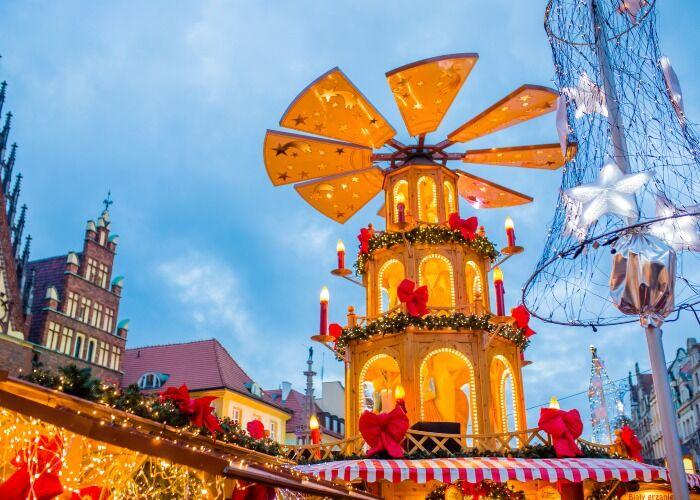 Breslavia se llena de luces y adornos para recibir las navidads y los mercados navideños