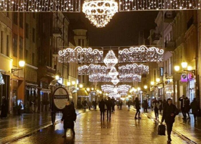 Cada año, los puestos y quioscos abren sus puertas en el Mercado Navideño de Toruń para vender obsequios, adornos y comida