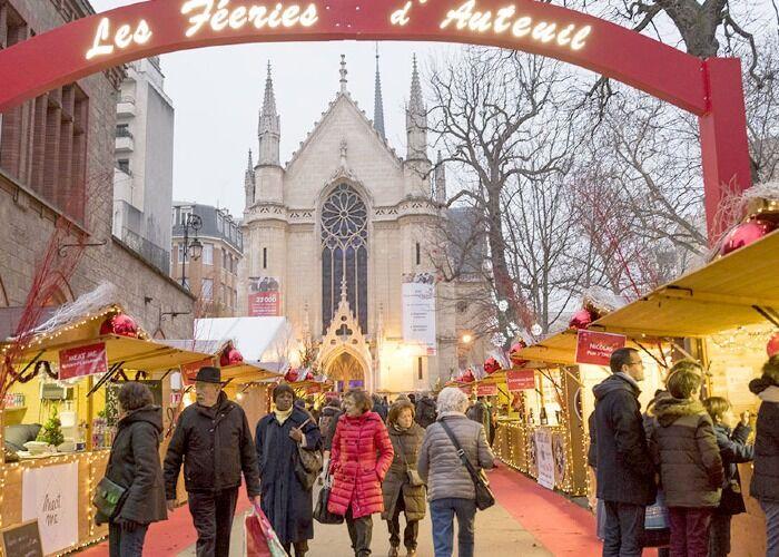 Cada año, miles de personas recorren el Mercado Navideño Les Féeries d'Auteuil para comprar obsequios y comida