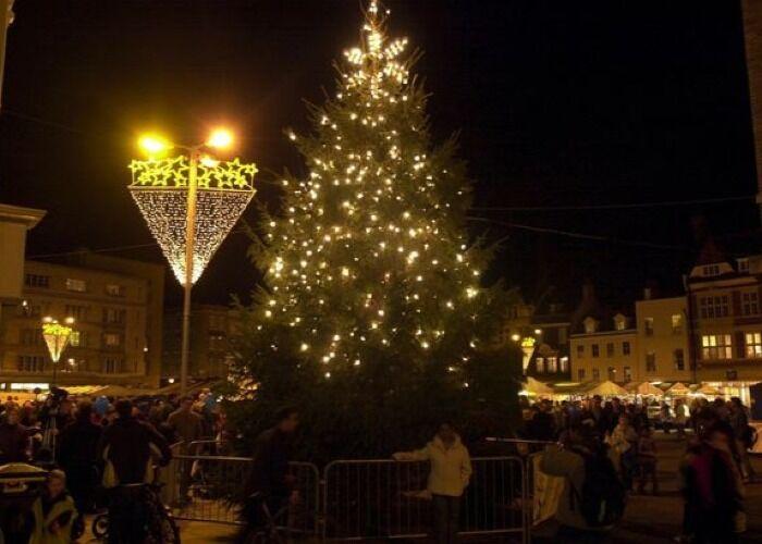 Cambridgeshire se llena de luces, adornos y regalos para la Feria Navideña de Artesanías y comida