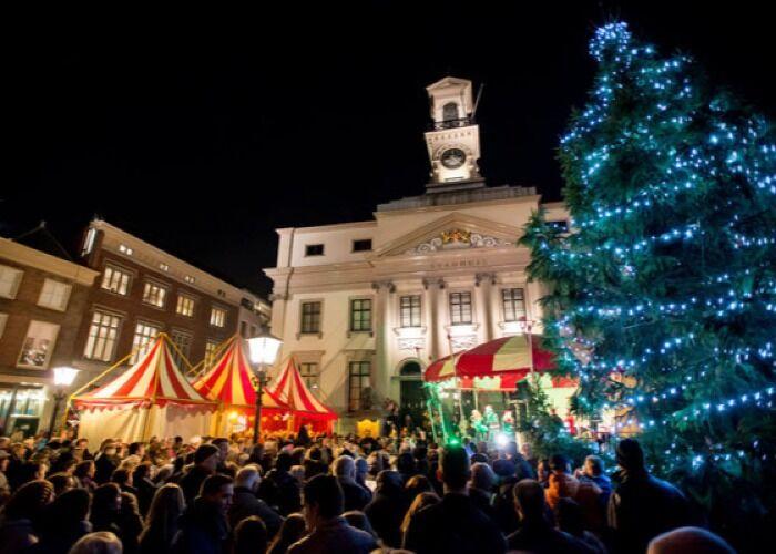 Dordrecht se llena de luces, árboles de navidad, comida y adornos para celebrar las fiestas decembrinas