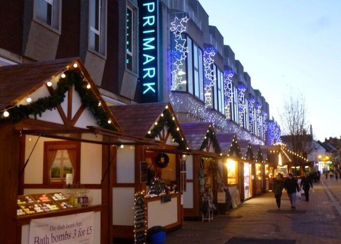 Durante el Mercado Navideño I Love Mansfield puedes pasear por decenas de puestos para comprar regalos y comida