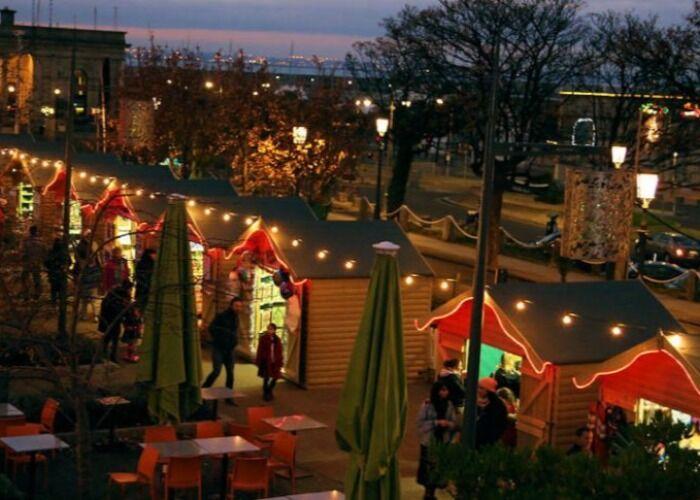 Durante el Mercado Navideño de Dún Laoghaire, todas las calles se llenan de luces, aromas y colores de navidad