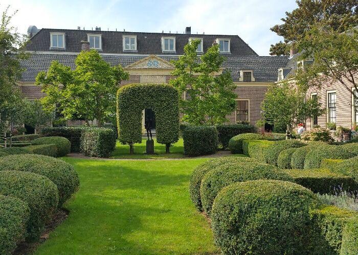 El Hofje van Oorschot es uno de los jardines más importantes en Haarlem