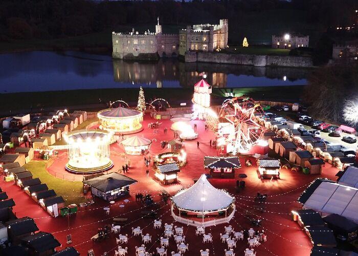 El Mercado Navideño del Castillo de Leeds te ofrece cientos de puestos que puedes visitar durante las fiestas decembrinas