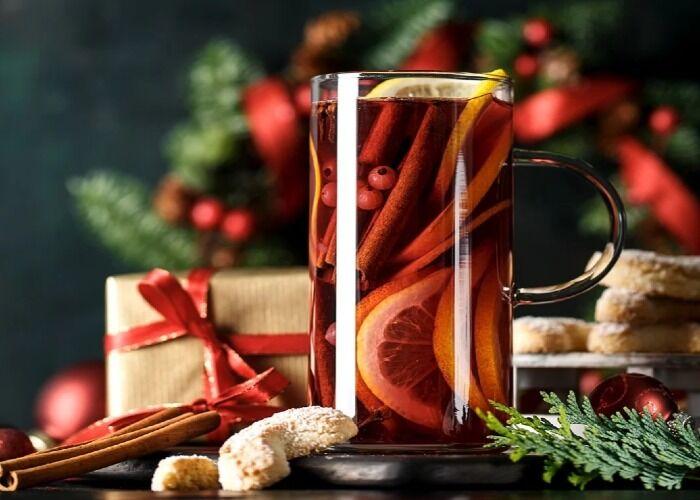 El vino caliente es una de las bebidas tradicionales de las navidades en Europa