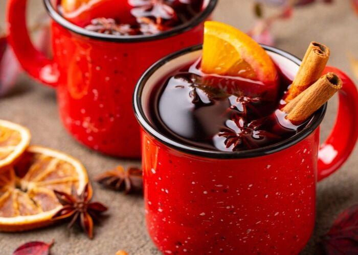 El vino caliente es una de las bebidas tradicionales decembrinas en Europa